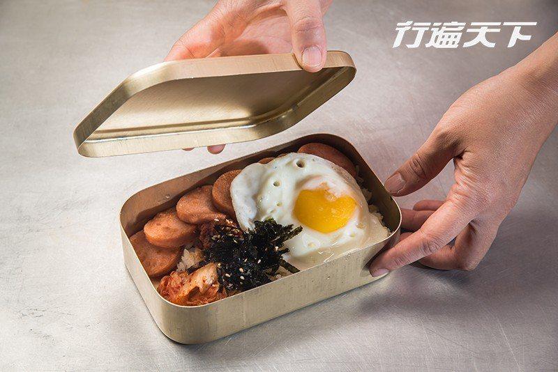 回憶便當所用的便當盒是老闆從韓國親自帶回。  攝影|行遍天下