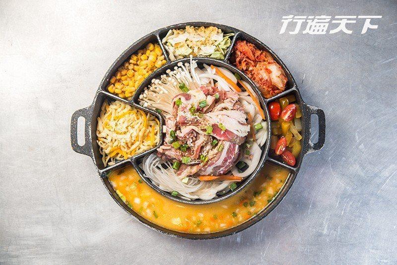 鐵板料理盛裝的鐵板皆由韓國帶回,大份七格、小份五格,豆芽、起司、肉品等豐富食材適...