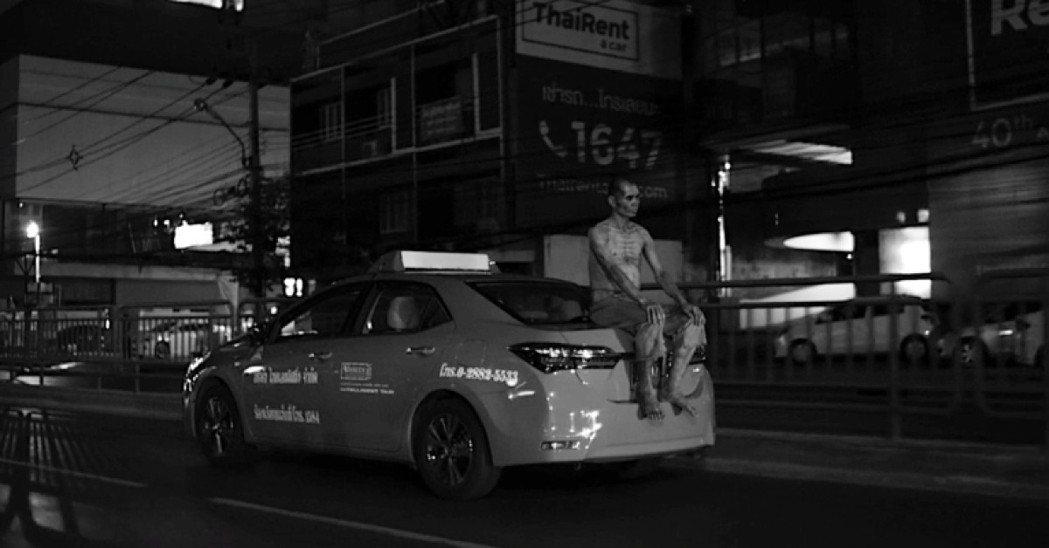 「亞洲怪談」泰國篇仿照黑白默片的視覺風格。圖/摘自HBO