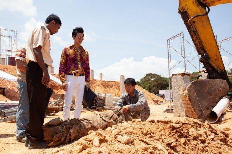 「亞洲怪談」新加坡篇描述工地挖出棺木的恐怖故事。圖/摘自HBO