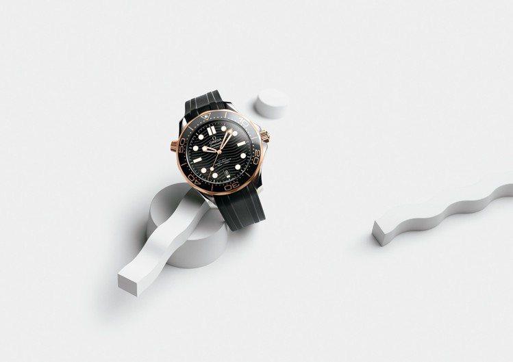 OMEGA 海馬潛水 300 米系列不鏽鋼與 18K 金同軸擒縱大師天文台橡膠帶...