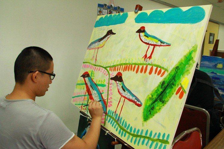 愛馬仕今年度八色鳥慈善絲巾元素來自藝術家周帝全的畫作。圖/愛馬仕提供
