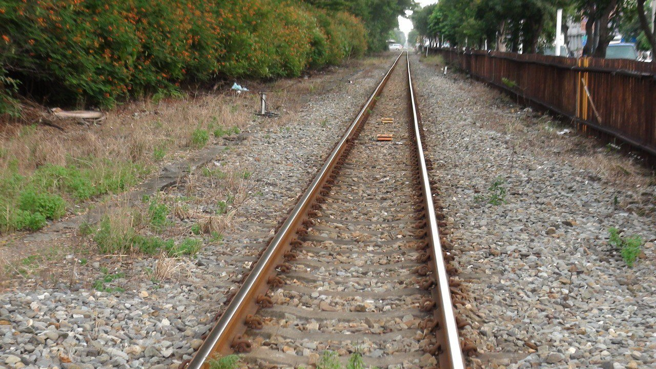 這條鐵道從此再也沒有火車經過了。記者謝梅芬/攝影