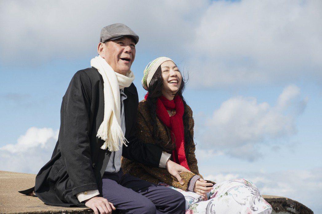龍劭華和戲裡「前妻」萬芳演出「雙城故事」令人動容。圖/青睞影視提供