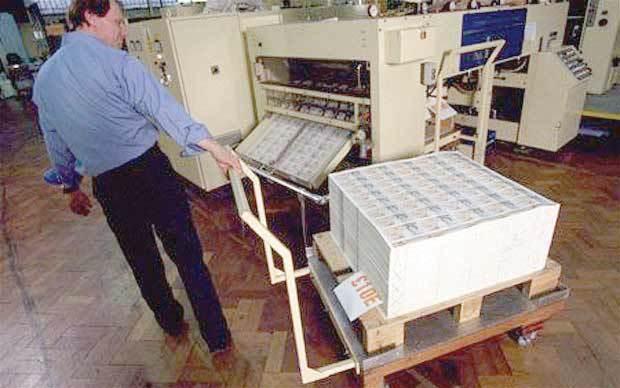 圖為德拉魯印鈔廠內部工作情形。(法新社)