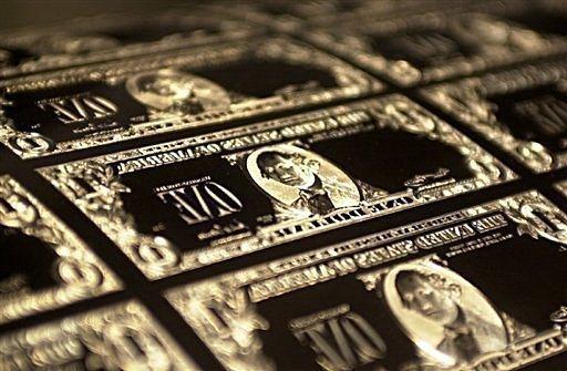 美國法律規定貨幣須在領土內印製。圖為美元模板。(法新社)