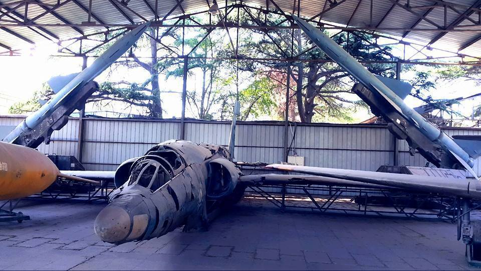陳列在北京軍事博物館中的國軍U-2,是由各架被擊落的殘骸所拼成,後方刻意放了兩枚...
