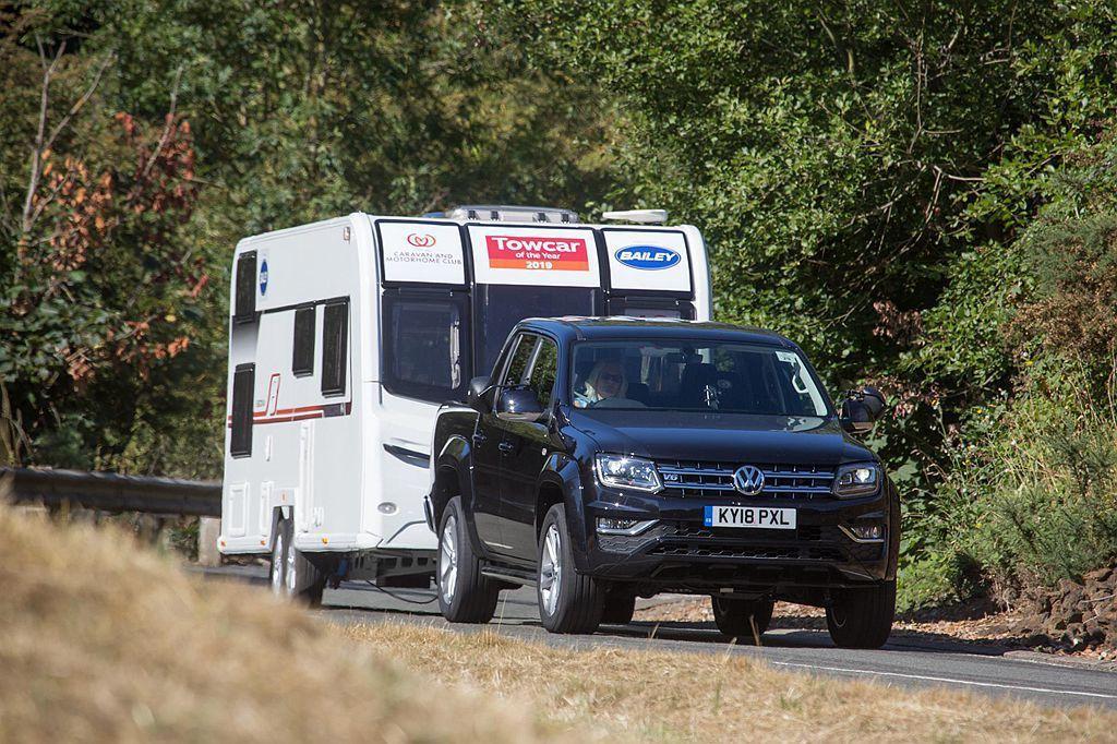 除基本測試外,評委們更會將這些車輛駛往Millbrook賽道、高速公路、山路(阿...