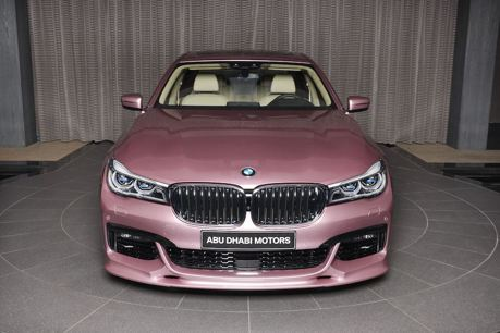 這輛BMW 750Li是粉紅色? 車商表示:它是玫瑰晶!