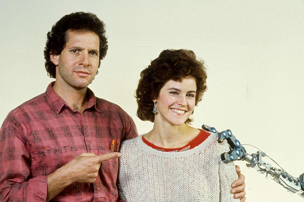 史提夫格坦柏格與艾莉希蒂是「霹靂五號」的男女主角。圖/摘自imdb