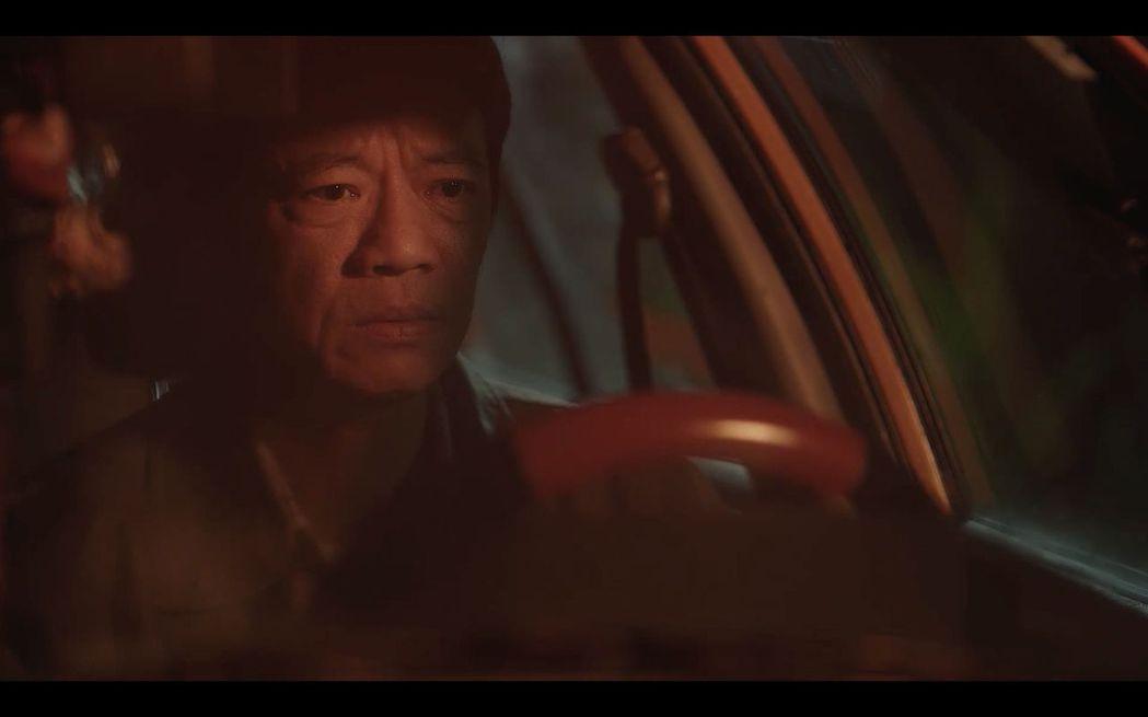 吳朋奉飾演被家庭壓得喘不氣的中年計程車司機。圖/公視提供