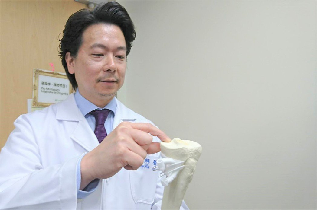 吳家麟醫師指出,半月板後角一旦破裂,就不再附著於軟骨,會產生位移。此時,半月板無...