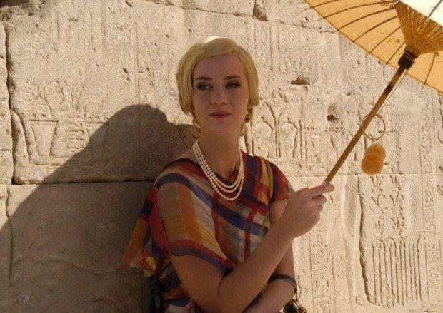 英國電視影片版本中由艾蜜莉布朗特飾演人生勝利組美女。圖/摘自imdb