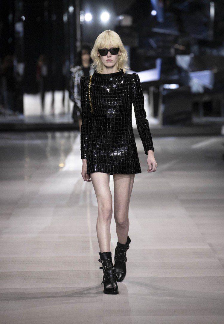 黑色A字裙小洋裝是Celine本季的重要單品。圖/Celine提供