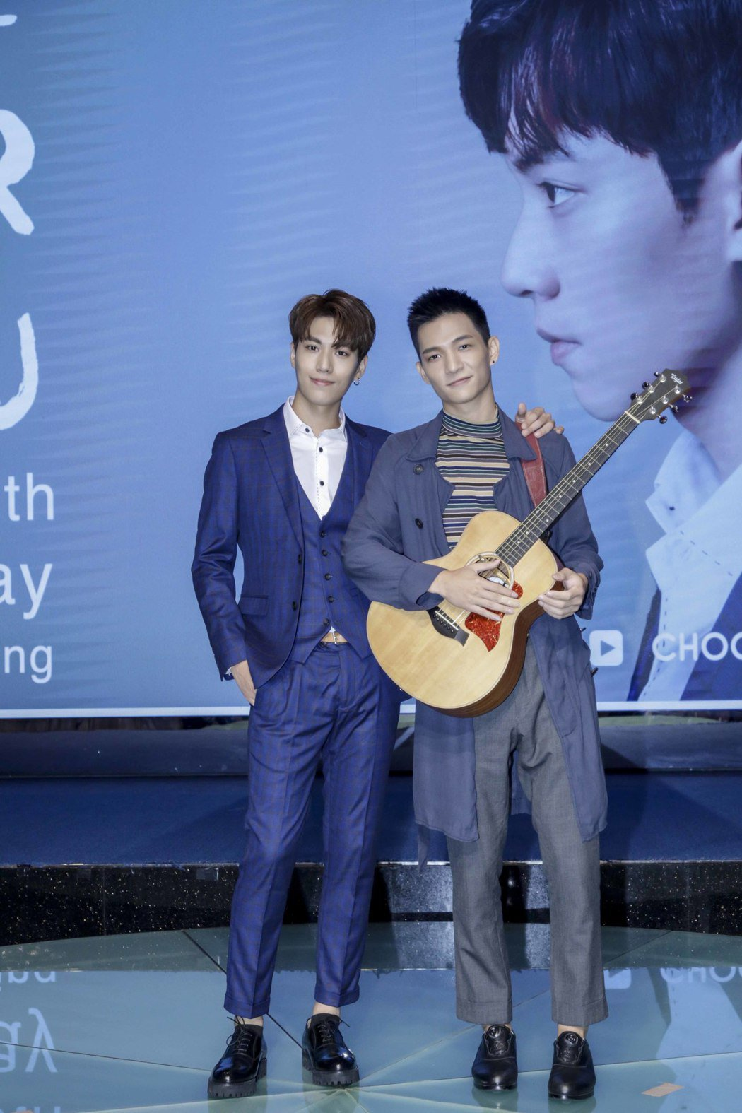 子閎(左)辦生日見面會,現場和黃奕儒演唱創作歌曲「倒轉」。圖/CHOCO TV提...