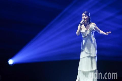 辛曉琪晚間在台北小巨蛋開唱,藝人明道、李宗盛等皆來捧場,而辛曉琪一開唱就引起歌迷歡呼,她也與歌迷分享新服裝。