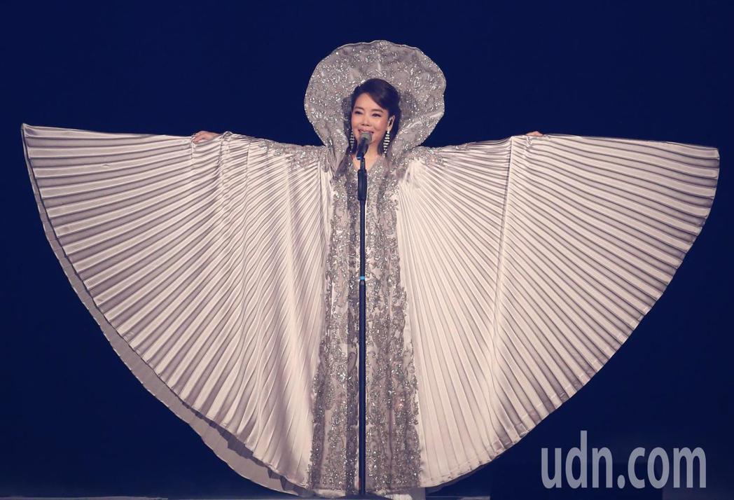 辛曉琪昨日在台北小巨蛋開演唱會,與歌迷分享新服裝。記者葉信菉/攝影