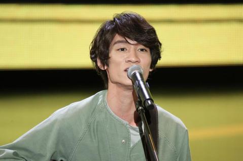 廣播金鐘獎今晚舉辦頒獎典禮,中場表演節目由歌手吳汶芳、柯智棠、LULU演唱,並擔任頒獎人。