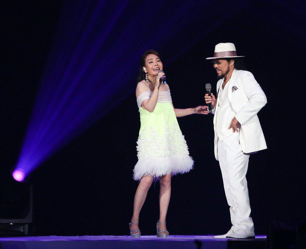 辛曉琪29日在台北小巨蛋開唱,嘉賓張菲。記者葉信菉/攝影