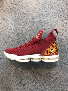 NBA/開幕戰詹皇擬穿「騎士鞋」?粉絲不爽