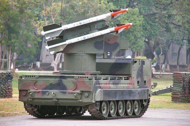 國軍在1987年由陸軍機械化師及海軍陸戰隊接裝陸射檞樹飛彈車,做為區域防空主力。...