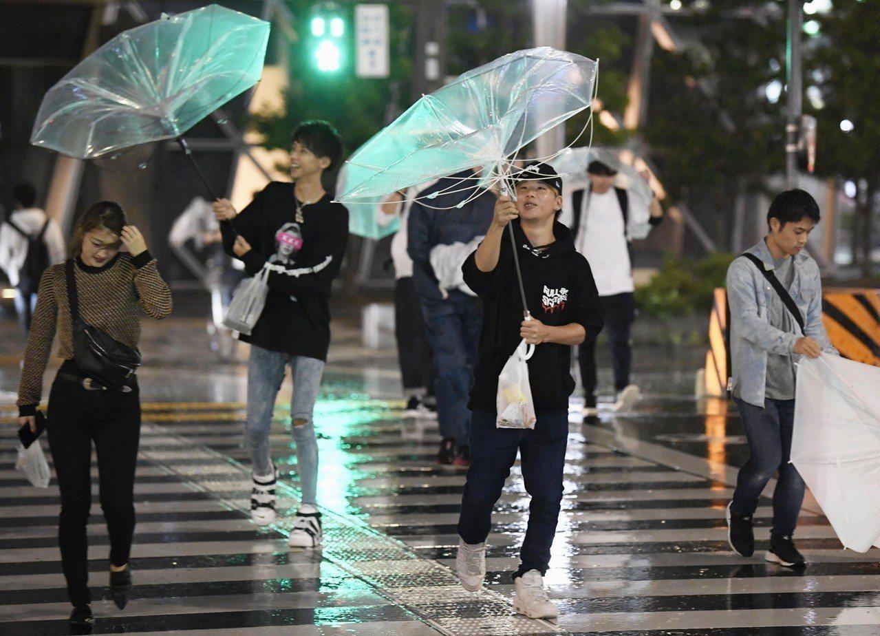 日本今年第24號颱風潭美晚上8時(台灣時間7時)左右在和歌山縣田邊市附近登陸。 ...