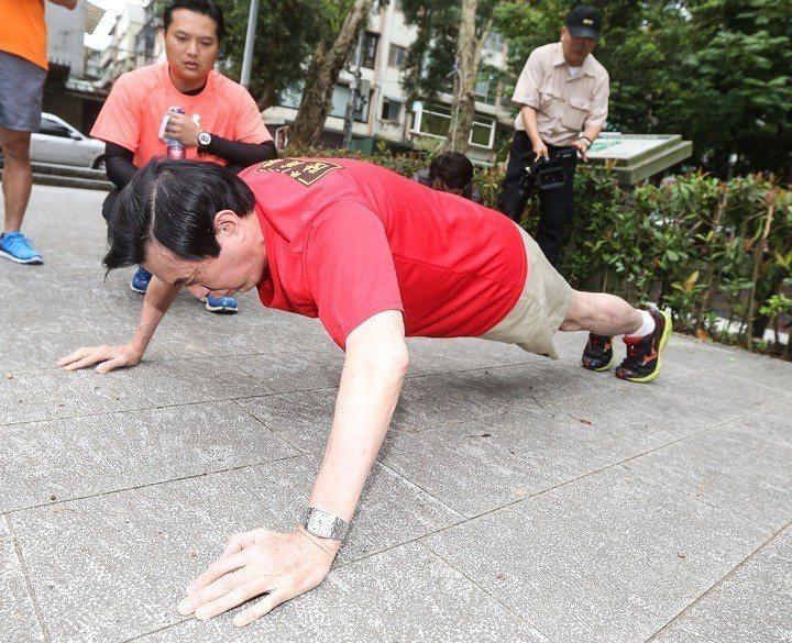 馬英九做伏地挺身。示意圖/聯合報系資料照 記者黃威彬攝影