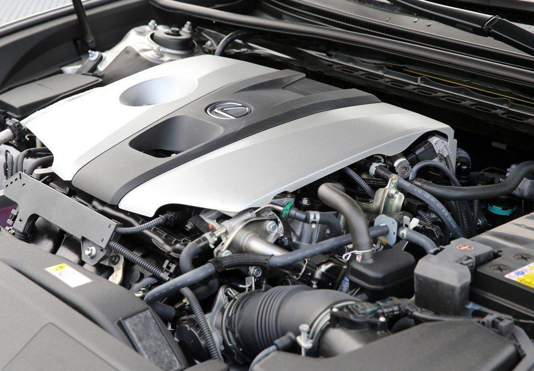 LEXUS ES250搭載全2.5升自然進氣引擎,擁有207ps/24.8kg-...