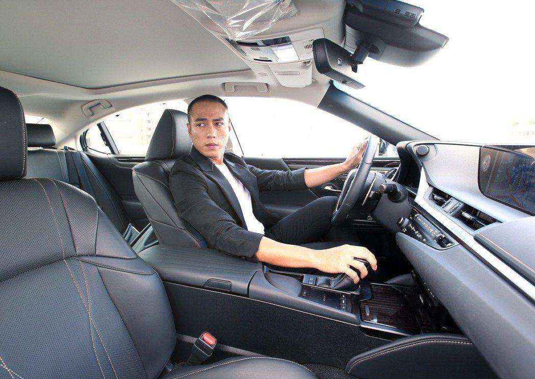 莊凱勛過去開車講求點到點的速度,有了兒子之後,開始懂得欣賞沿路景色。 記者林澔一...