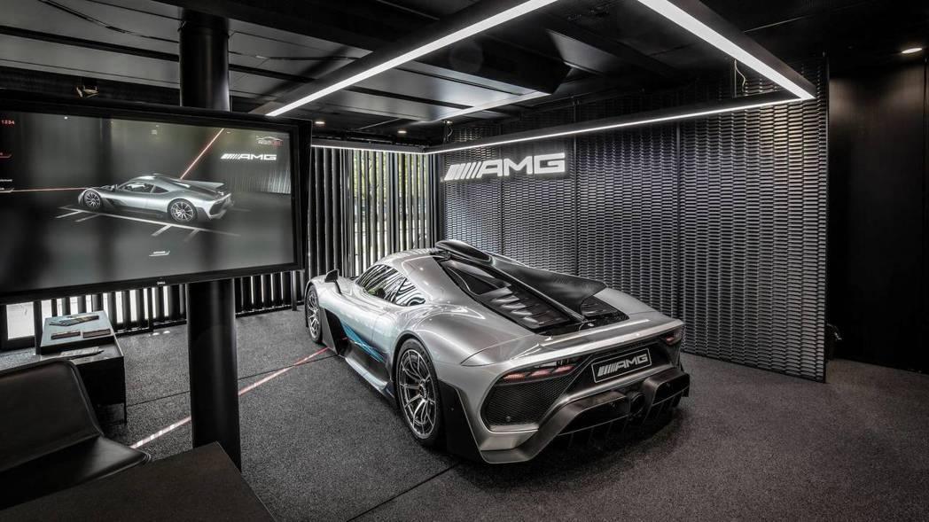 Mercedes-AMG One將會跟著移動展間巡迴。 摘自Mercedes-AMG