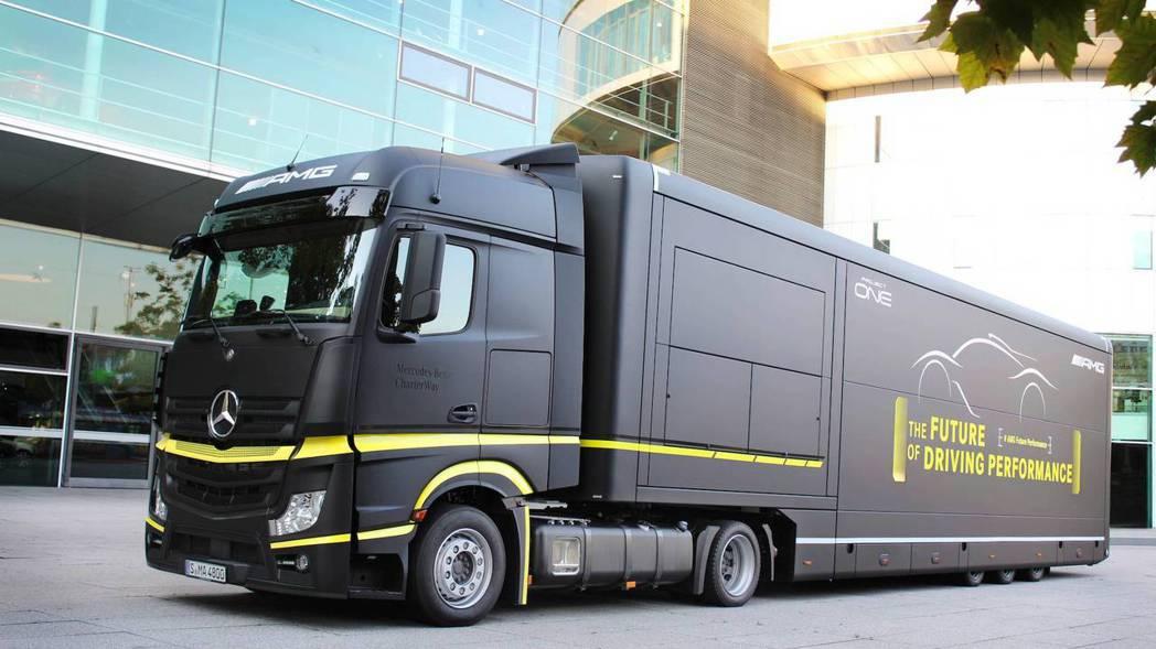AMG One移動展間將由Actros曳引車擔任。 摘自Mercedes-AMG