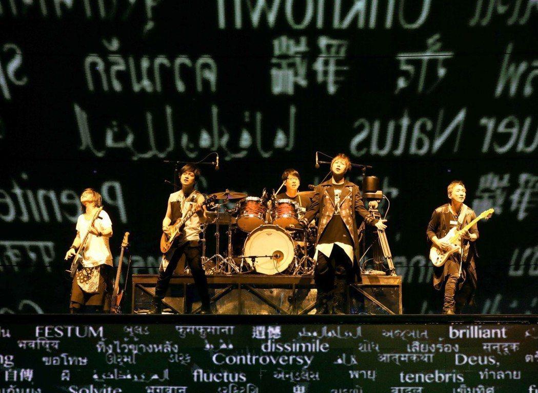 五月天近期忙於「人生無限公司」巡迴演唱會。圖/相信提供