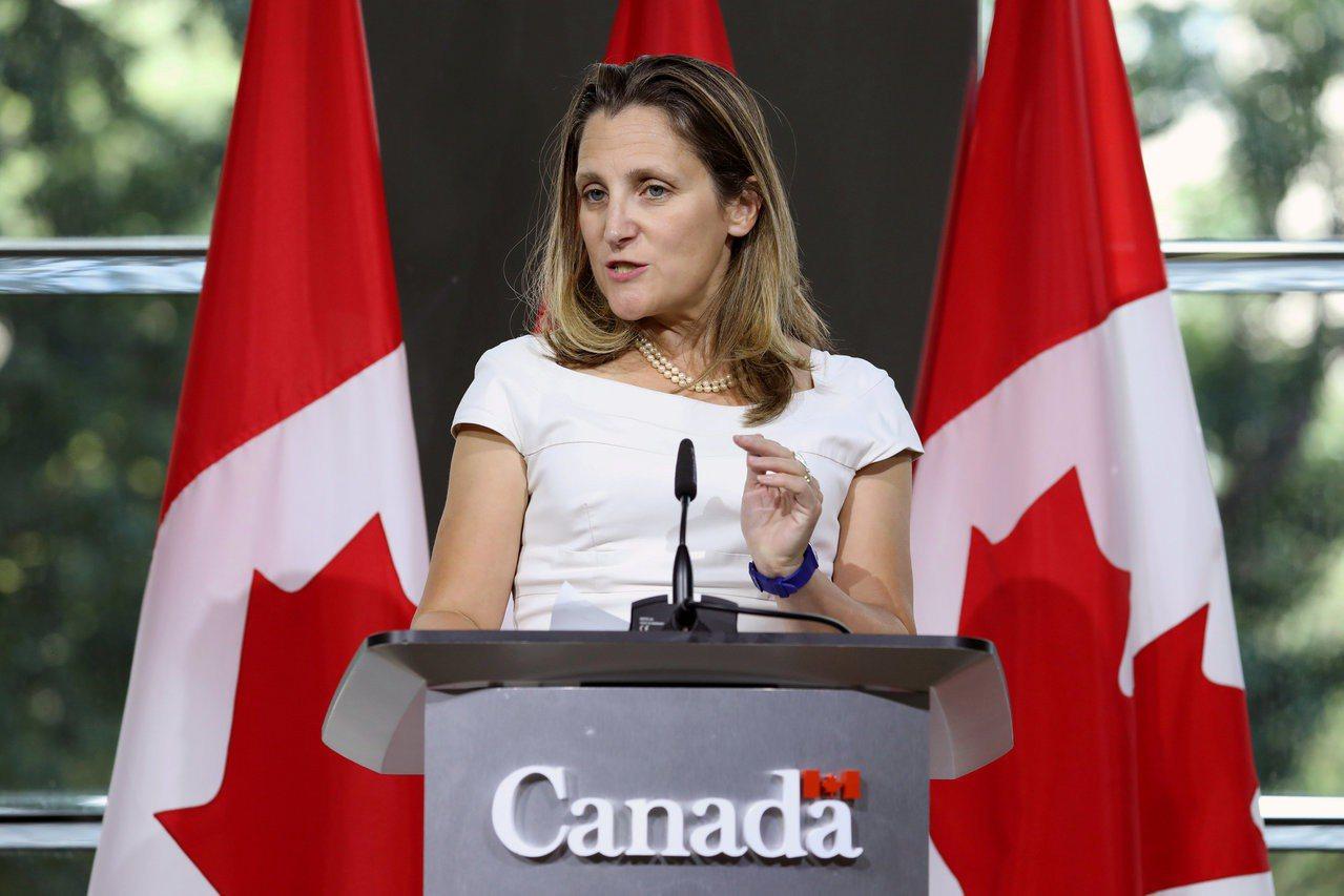 美國總統川普26日在紐約的記者會上說,他不喜歡加拿大談判代表方慧蘭。圖為方慧蘭8...