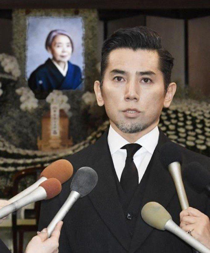 本木雅弘負責回答媒體提問。圖/摘自產經新聞