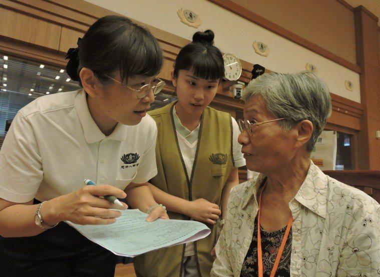 慈濟基金會長期關懷長者身心靈,今天在新北市辦理健康檢測活動。圖/慈濟基金會提供