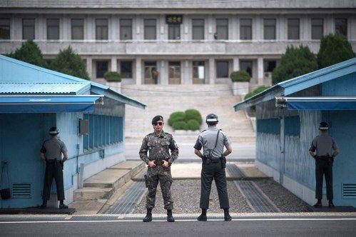 在共同警備區內戒備的南韓士兵。 法新社