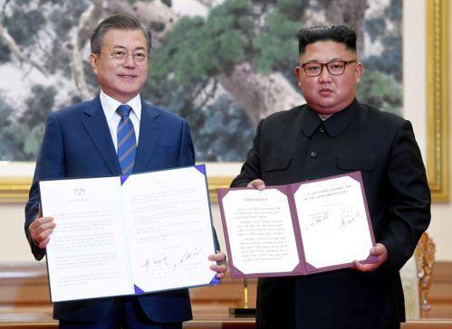 兩韓領袖在今年4月共同簽署板門店宣言。 路透