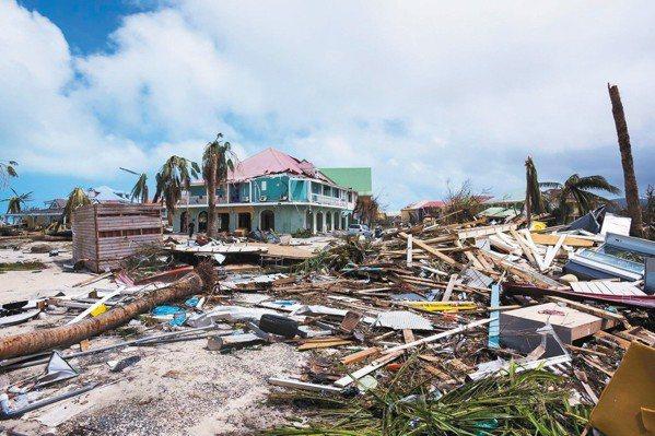 艾瑪颶風過後,加勒比海法屬聖馬丁島一片殘破。 美聯社