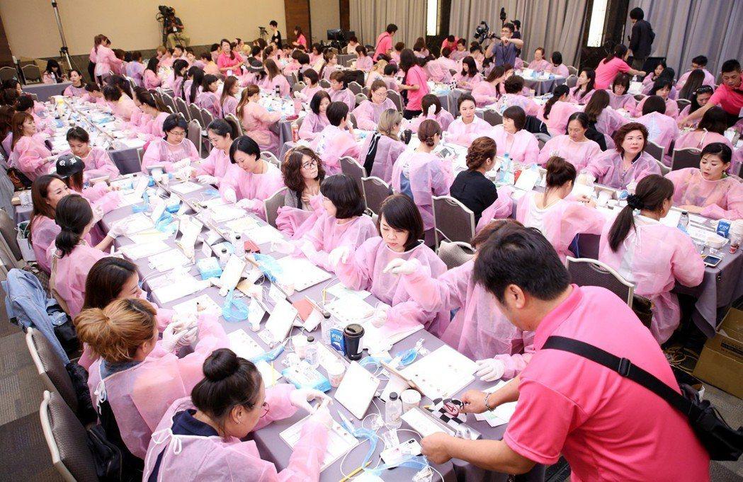 取得Mei-Cha Pro紋繡師認證,可提升市場競爭力與打造專業形象。 業者/提...