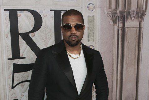 美國饒舌歌手肯伊威斯特(Kanye West)決定改名叫Ye,但他死忠支持總統川普的政治立場可說是堅定不搖。他推文說:「(我)本來叫肯伊威斯特,如今改叫Ye。」Ye和Yeezy一直是肯伊威斯特的綽號...