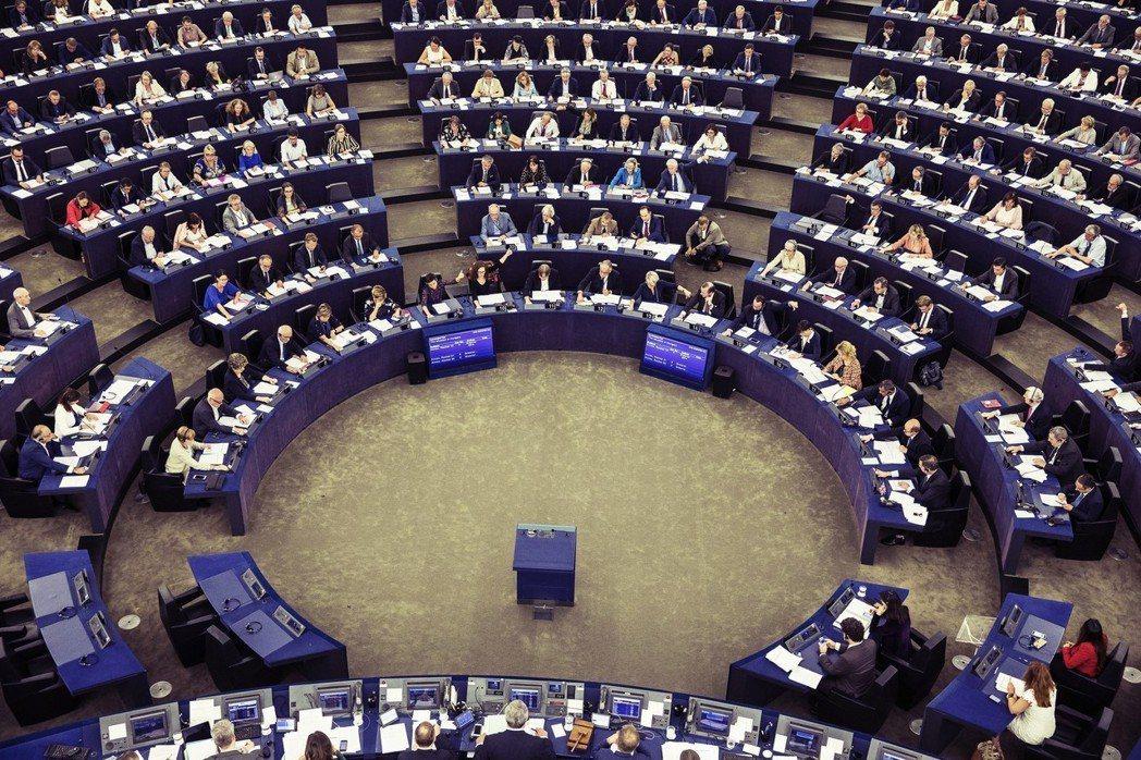 歐洲議會對於奧班政府的提告,本質上是歐盟內部自由派和保守派的叫陣,也是將歐洲議會...