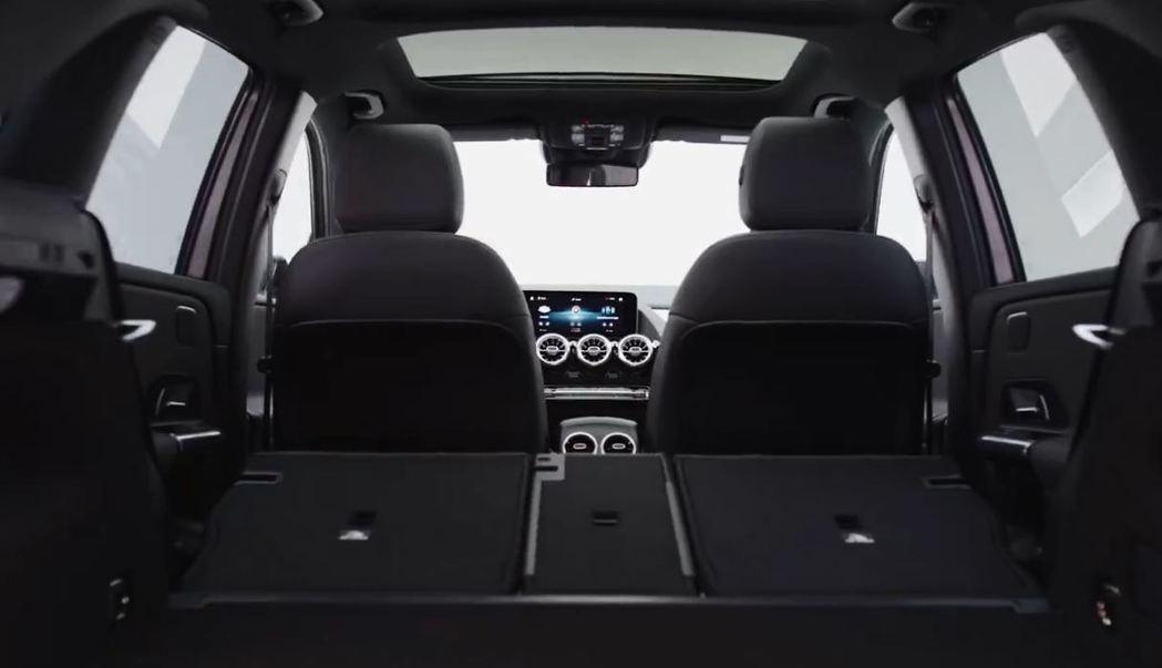 後座採用4/2/4分離傾倒,空間更靈活。 摘自Mercedes