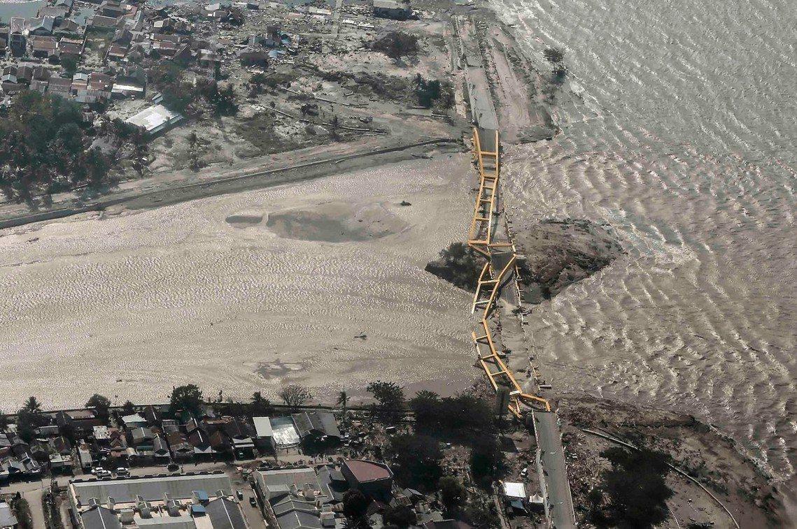 帕盧市的災區交通。 圖/路透社