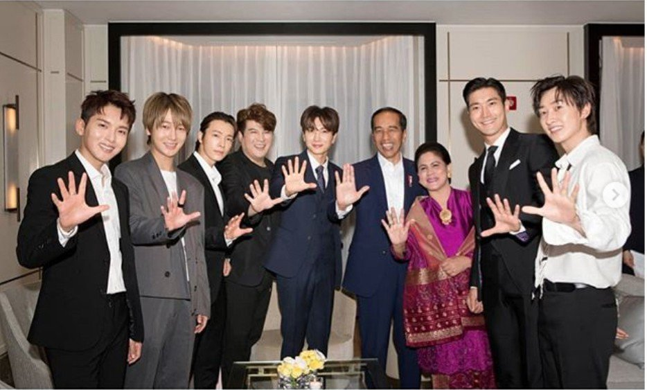 Super Junior和印尼總統合影(翻攝自Super Junior 官方In...