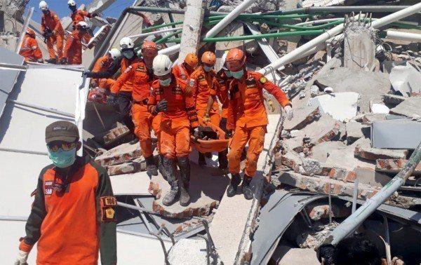 印尼強震後,帕魯市(Palu)的羅亞羅亞酒店(Roa Roa Hotel)傳出至...