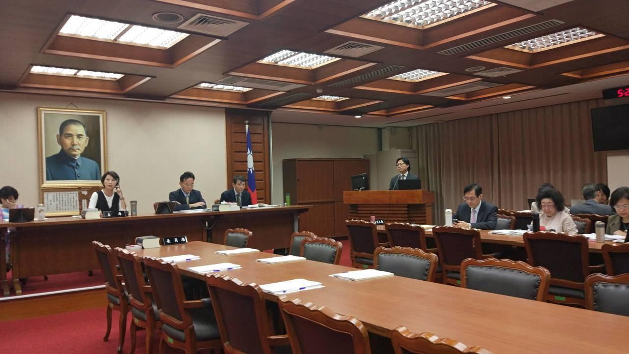 立法院教育及文化委員會今天邀請教育部部長葉俊榮進行業務概況報告。記者林良齊/攝影