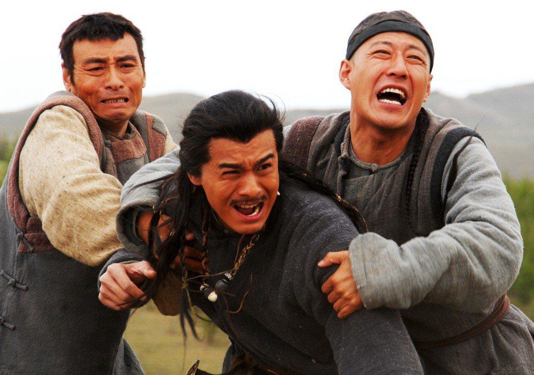 吳連生(左起)、喬振宇、于震主演 「大盛魁」。圖/緯來提供