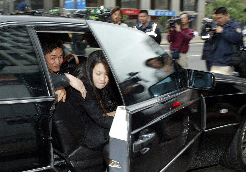 吳宗憲(左)酒駕被警察攔下,卻遲遲不肯與警方合作進行酒測。  圖/聯合報系資料照...