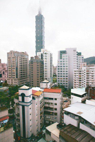 北市信義區公寓比大樓便宜逾三成,一坪相差25萬元。 圖/聯合報系資料照片