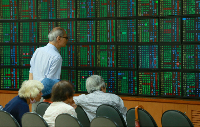 台股連日走跌,4日加權指數摜破10829.46點年線關卡,市值縮水新台幣8628...